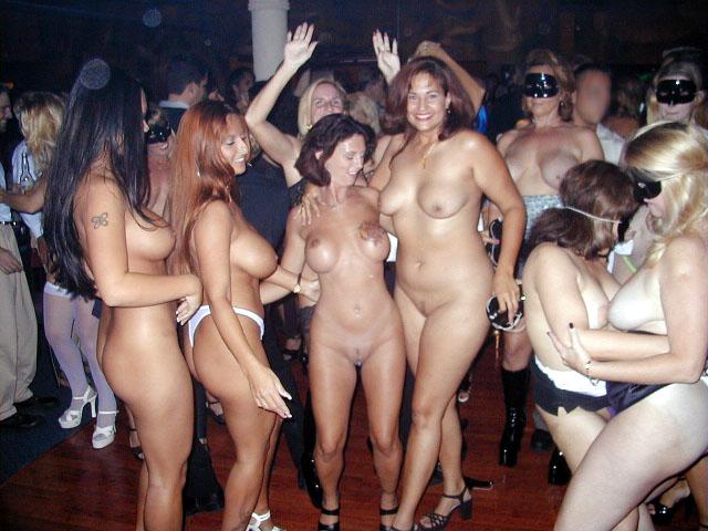 голые девушки на вечеринке фото